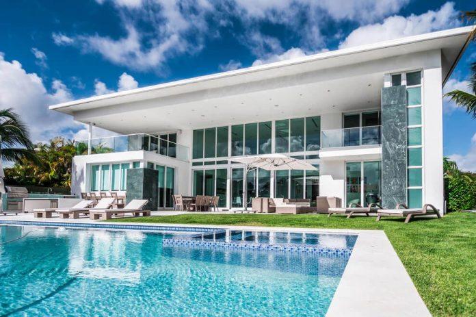 431-alamanda-luminous-home-located-hallandale-beach-florida-designed-enrique-feldman-02