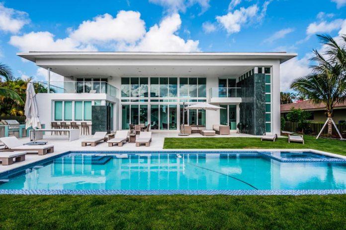 431-alamanda-luminous-home-located-hallandale-beach-florida-designed-enrique-feldman-03