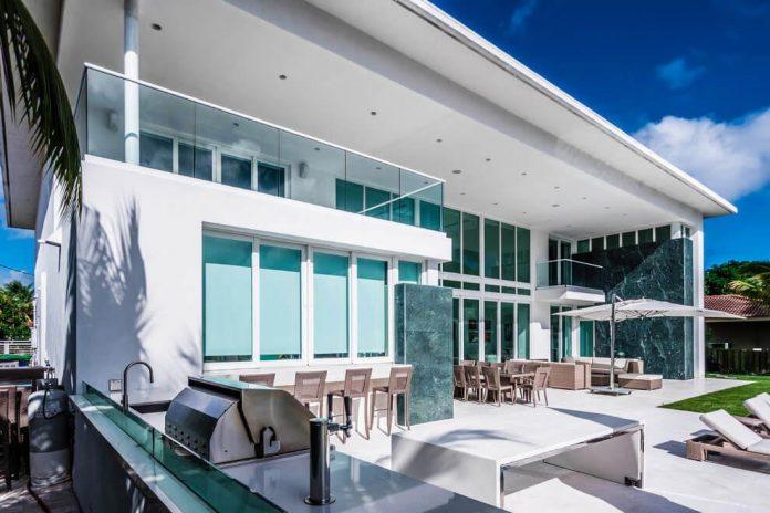 431-alamanda-luminous-home-located-hallandale-beach-florida-designed-enrique-feldman-04