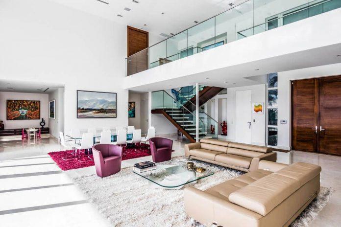 431-alamanda-luminous-home-located-hallandale-beach-florida-designed-enrique-feldman-07