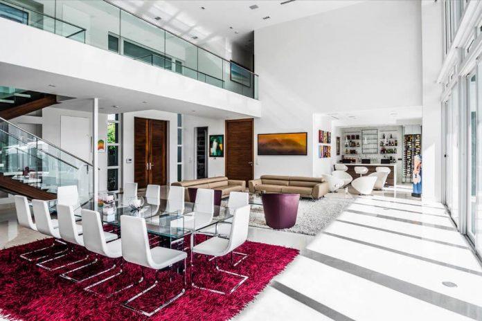 431-alamanda-luminous-home-located-hallandale-beach-florida-designed-enrique-feldman-10