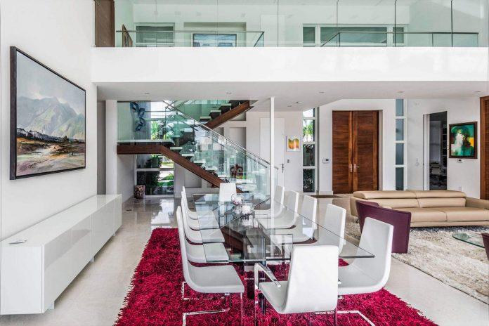 431-alamanda-luminous-home-located-hallandale-beach-florida-designed-enrique-feldman-11