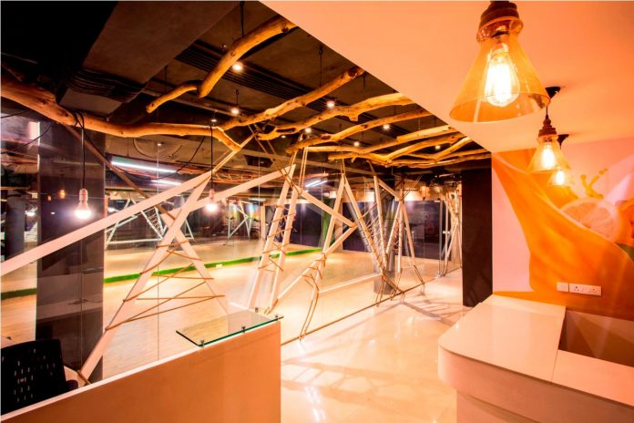 Moksha fitness and spa with overlapping and free standing triangular metal frames, crisscrossed with ropes, designed by Studio Ardete-01