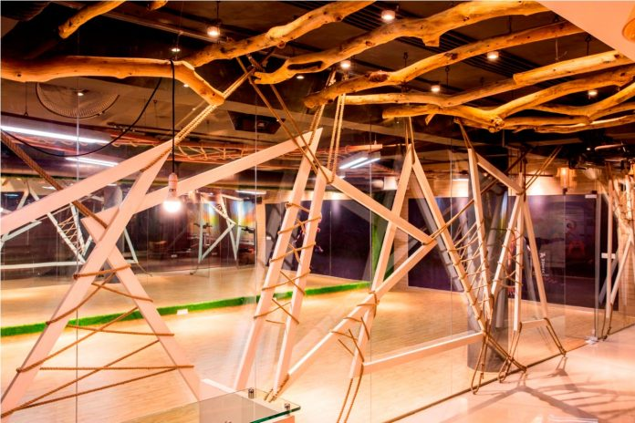 Moksha fitness and spa with overlapping and free standing triangular metal frames, crisscrossed with ropes, designed by Studio Ardete-02