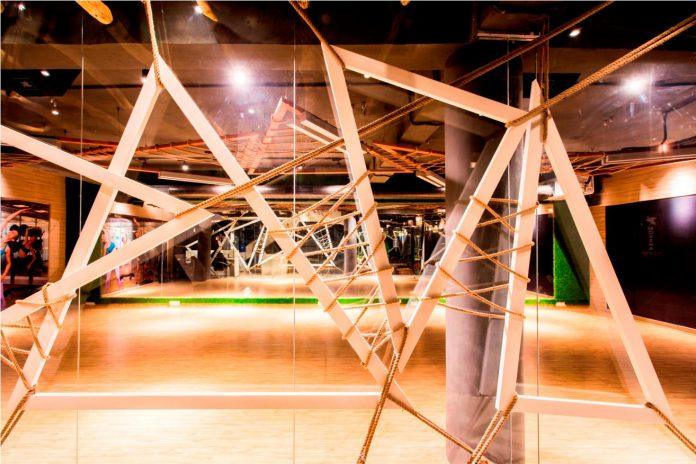Moksha fitness and spa with overlapping and free standing triangular metal frames, crisscrossed with ropes, designed by Studio Ardete-04