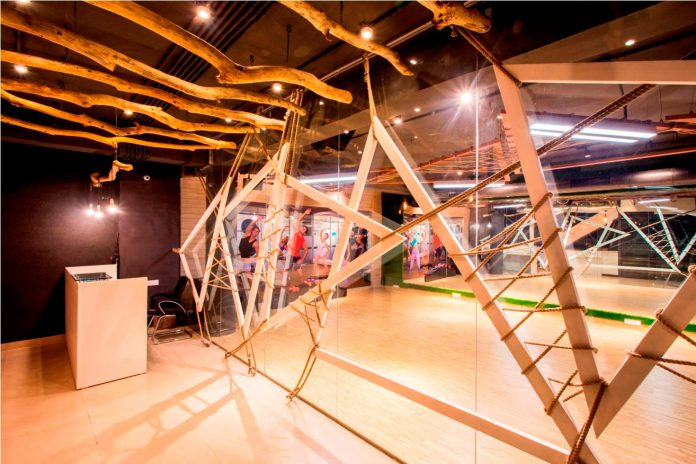 Moksha fitness and spa with overlapping and free standing triangular metal frames, crisscrossed with ropes, designed by Studio Ardete-05