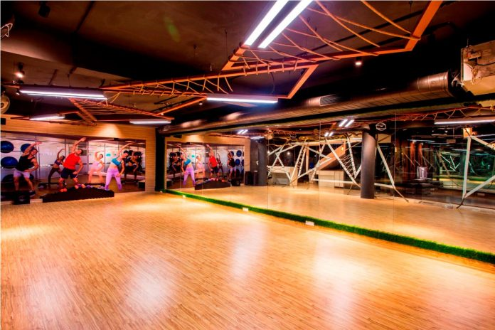 Moksha fitness and spa with overlapping and free standing triangular metal frames, crisscrossed with ropes, designed by Studio Ardete-06