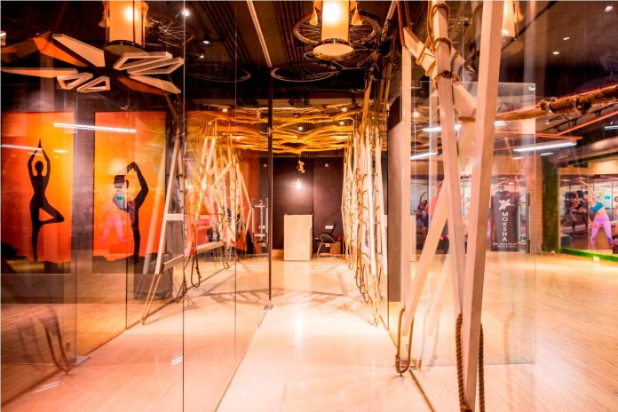 Moksha fitness and spa with overlapping and free standing triangular metal frames, crisscrossed with ropes, designed by Studio Ardete-09