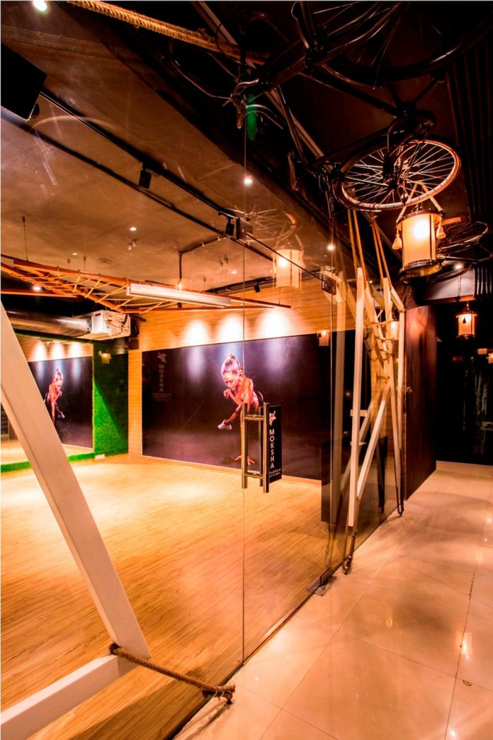 Moksha fitness and spa with overlapping and free standing triangular metal frames, crisscrossed with ropes, designed by Studio Ardete-15