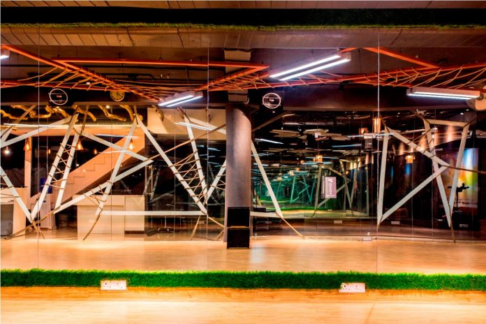 Moksha fitness and spa with overlapping and free standing triangular metal frames, crisscrossed with ropes, designed by Studio Ardete-19