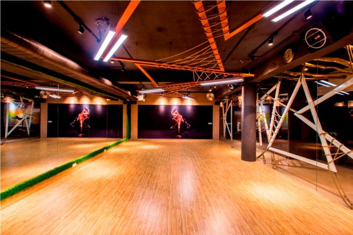 Moksha fitness and spa with overlapping and free standing triangular metal frames, crisscrossed with ropes, designed by Studio Ardete-20