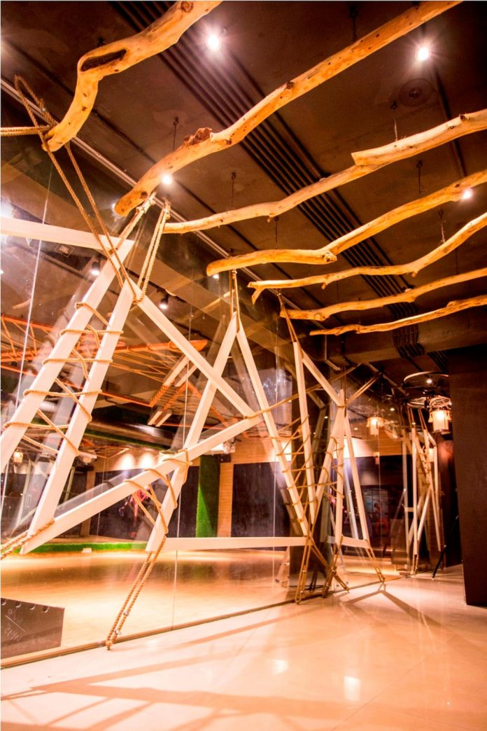 Moksha fitness and spa with overlapping and free standing triangular metal frames, crisscrossed with ropes, designed by Studio Ardete-27