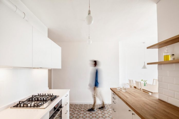apartment-renovation-barcelona-sixties-residential-building-designed-famous-architect-francesc-mitjans-04