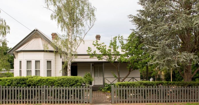 architects-converted-19th-century-heritage-cottage-larger-light-filled-home-growing-family-14