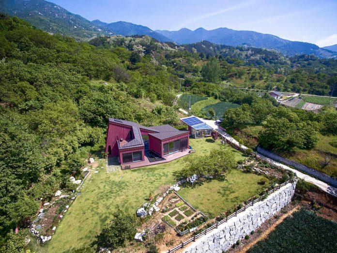 bang-keun-design-jirisan-house-red-home-harmony-natural-earth-toned-materials-02