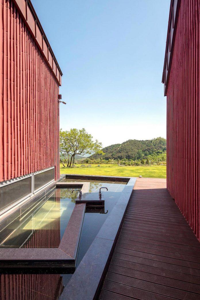 bang-keun-design-jirisan-house-red-home-harmony-natural-earth-toned-materials-10