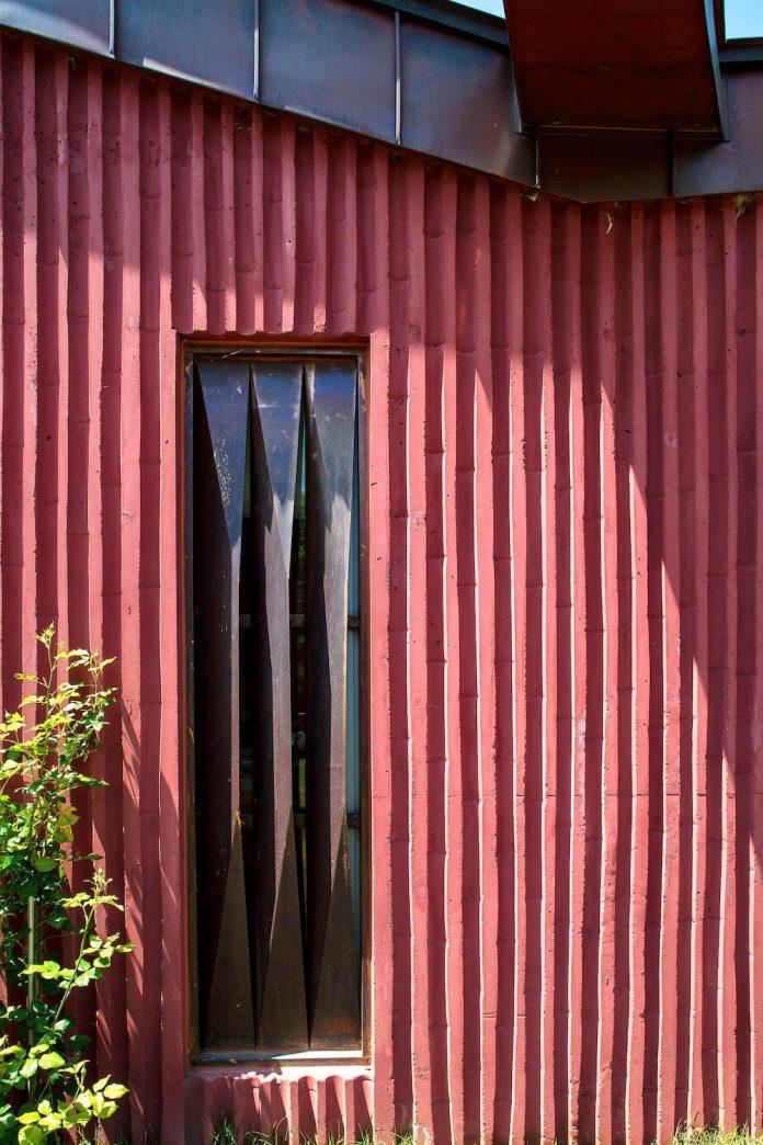 bang-keun-design-jirisan-house-red-home-harmony-natural-earth-toned-materials-11