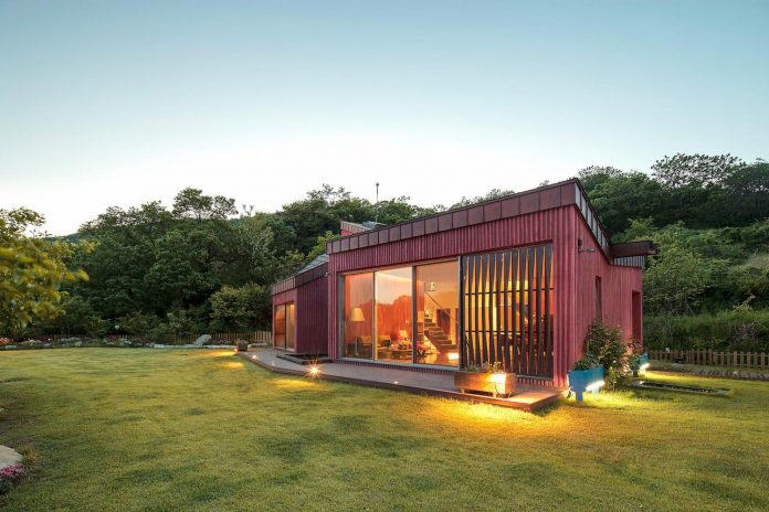 bang-keun-design-jirisan-house-red-home-harmony-natural-earth-toned-materials-15