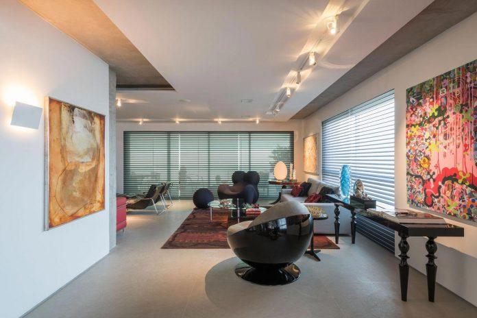 colourful-apartment-belo-horizonte-art-collector-lover-strong-colours-designed-2arquitetos-02