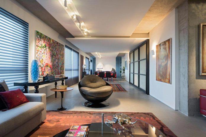 colourful-apartment-belo-horizonte-art-collector-lover-strong-colours-designed-2arquitetos-05