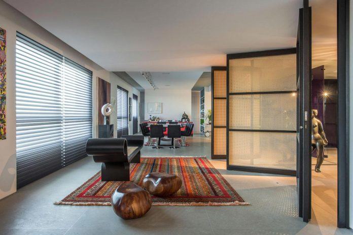 colourful-apartment-belo-horizonte-art-collector-lover-strong-colours-designed-2arquitetos-08