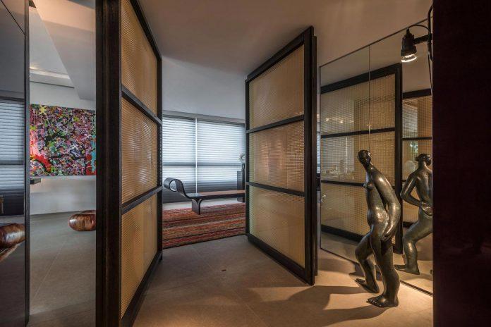 colourful-apartment-belo-horizonte-art-collector-lover-strong-colours-designed-2arquitetos-11