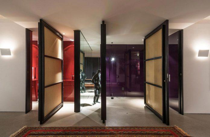 colourful-apartment-belo-horizonte-art-collector-lover-strong-colours-designed-2arquitetos-13