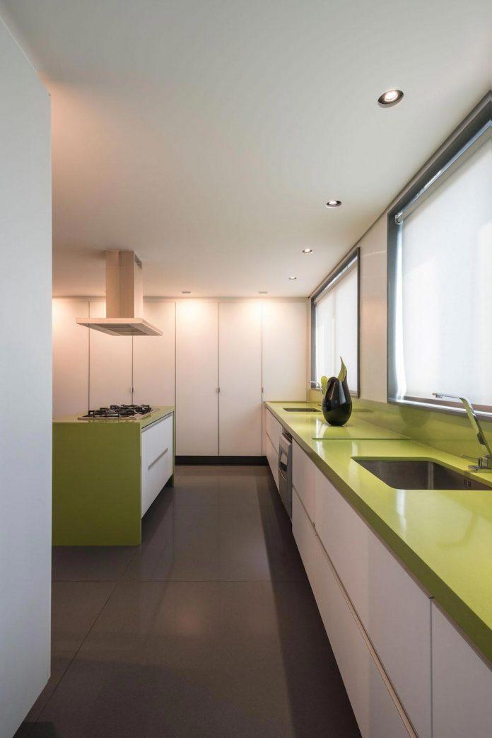 colourful-apartment-belo-horizonte-art-collector-lover-strong-colours-designed-2arquitetos-14