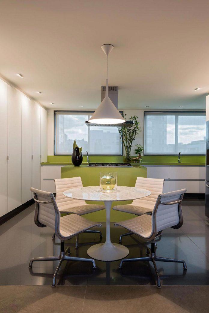 colourful-apartment-belo-horizonte-art-collector-lover-strong-colours-designed-2arquitetos-15