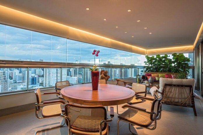 colourful-apartment-belo-horizonte-art-collector-lover-strong-colours-designed-2arquitetos-16