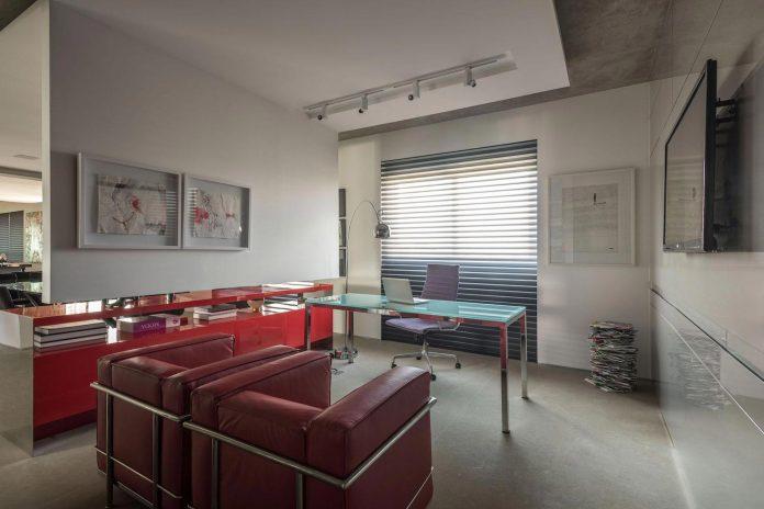 colourful-apartment-belo-horizonte-art-collector-lover-strong-colours-designed-2arquitetos-19