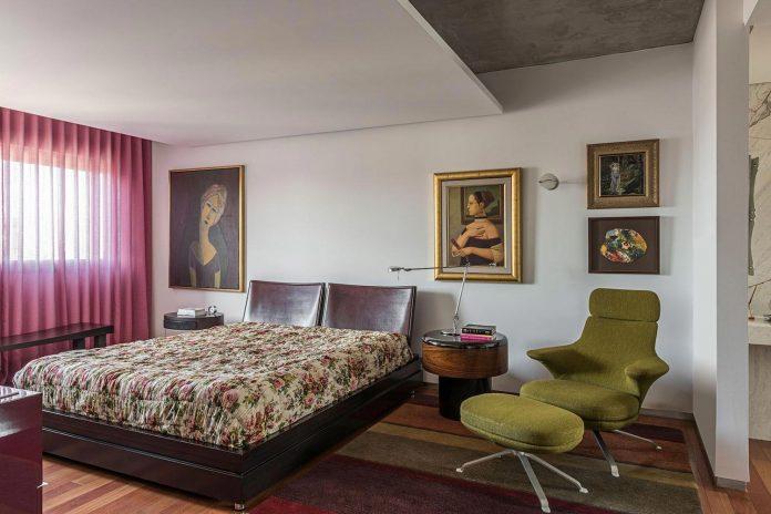 colourful-apartment-belo-horizonte-art-collector-lover-strong-colours-designed-2arquitetos-21