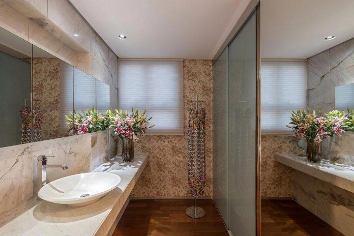 colourful-apartment-belo-horizonte-art-collector-lover-strong-colours-designed-2arquitetos-23