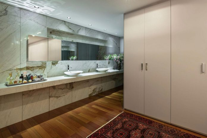 colourful-apartment-belo-horizonte-art-collector-lover-strong-colours-designed-2arquitetos-26