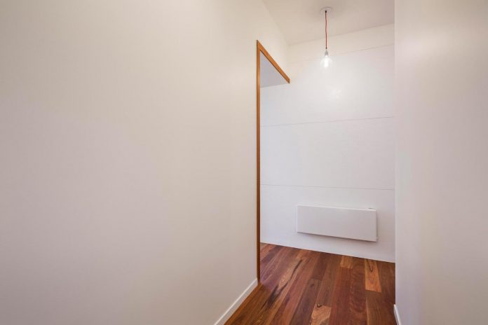 compact-one-story-aireys-inlet-light-house-arkit-06