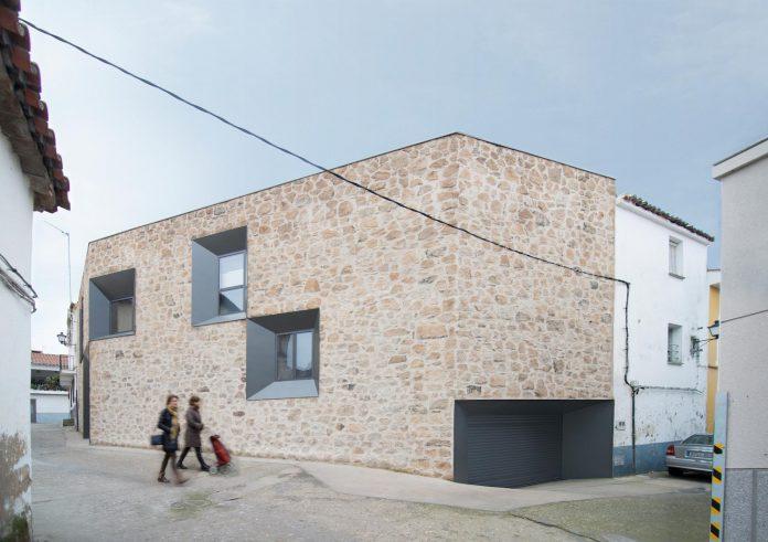 comprehensive-rebuild-peraleda-house-losada-garcia-located-small-historic-town-caceres-spain-03