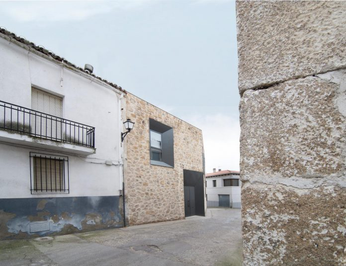 comprehensive-rebuild-peraleda-house-losada-garcia-located-small-historic-town-caceres-spain-04