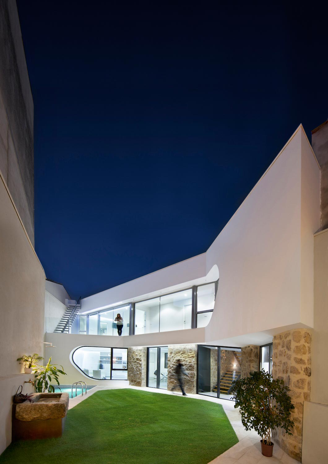 Comprehensive rebuild of Peraleda House by Losada García located in a small and historic town in Cáceres, Spain