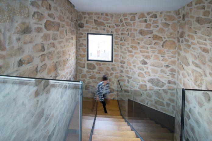 comprehensive-rebuild-peraleda-house-losada-garcia-located-small-historic-town-caceres-spain-11