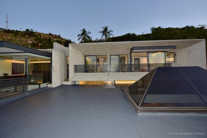 concrete-house-masterpiece-nico-van-der-meulen-architects-m-square-lifestyle-design-03