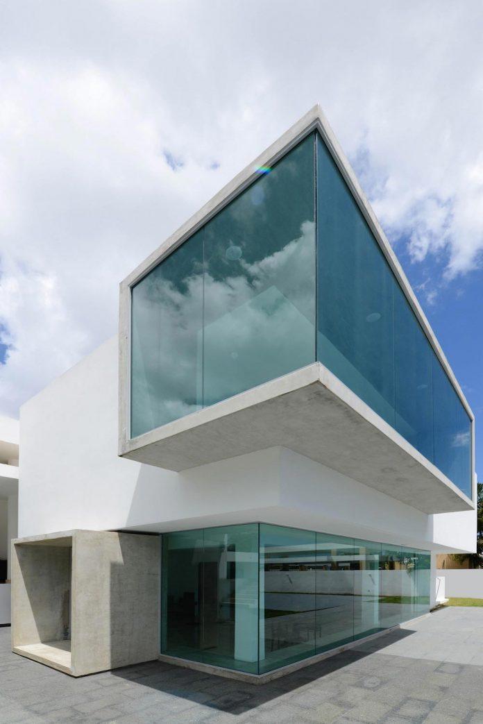 contemporary-huge-house-san-juan-diaz-paunetto-arquitectos-13