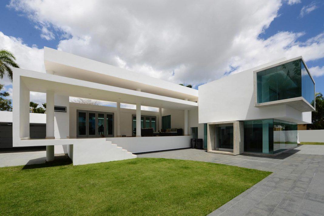 Contemporary Huge House in San Juan by Díaz Paunetto Arquitectos