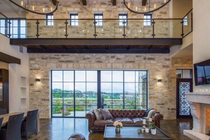 contemporary-italian-farmhouse-texas-rustic-style-steel-elements-designed-vanguard-studio-inc-03