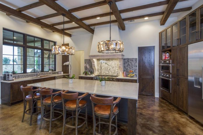 contemporary-italian-farmhouse-texas-rustic-style-steel-elements-designed-vanguard-studio-inc-06