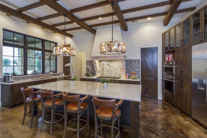 contemporary-italian-farmhouse-texas-rustic-style-steel-elements-designed-vanguard-studio-inc-06