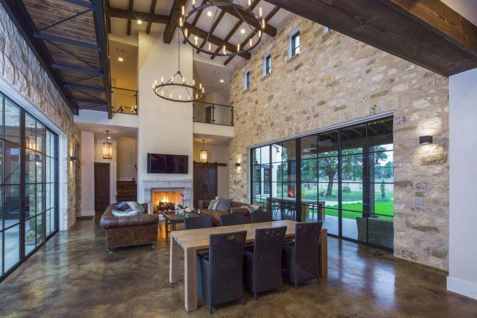 contemporary-italian-farmhouse-texas-rustic-style-steel-elements-designed-vanguard-studio-inc-07