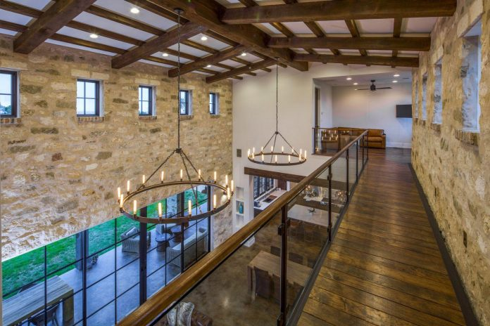 contemporary-italian-farmhouse-texas-rustic-style-steel-elements-designed-vanguard-studio-inc-08