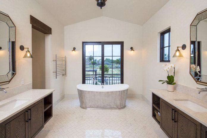 contemporary-italian-farmhouse-texas-rustic-style-steel-elements-designed-vanguard-studio-inc-09