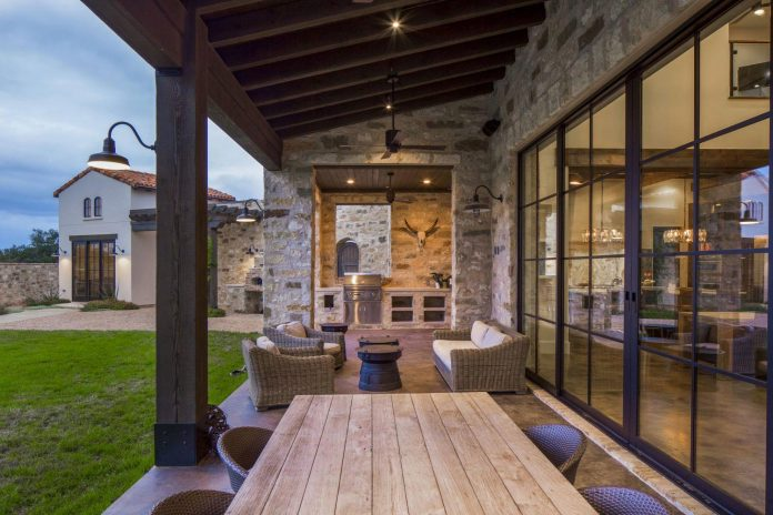 contemporary-italian-farmhouse-texas-rustic-style-steel-elements-designed-vanguard-studio-inc-10