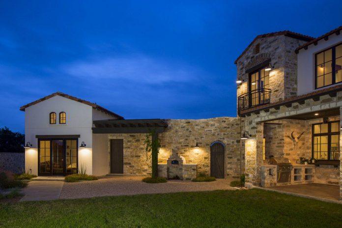 contemporary-italian-farmhouse-texas-rustic-style-steel-elements-designed-vanguard-studio-inc-12